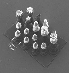3D model šachových figurek velikosti přibližně desetiny průměru lidského vlasu - Zdroj: IQ Structures