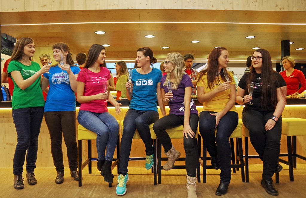 Podpořit Czechitas můžete nákupem stylových triček