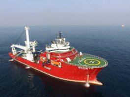 Pokládková loď HYSY 286 má délku 140,75 metrů a šířku 32,45 metrů. Posádku tvoří 150 lidí.