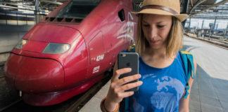 Vize bruselských komisařů: Občané Evropské unie cestují po sjednocené vysokorychlostní železnici, kde můžou vybírat mezi dopravními firmami, často mají k dispozici bezplatnou WiFi a ani v jiném členském státě nemusejí platit za roaming. Zdroj fotografie: europa.eu