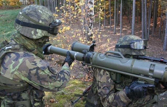 NKÚ: Obrana nenakupuje efektivně výzbroj pro Armádu ČR