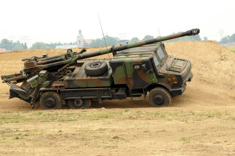 Ministerstvo obrany vede závod, co zvládne nakoupit vojákům do voleb, BVP to nebudou